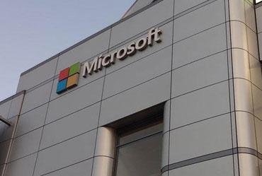 Microsoft Bans Employees from using Slack