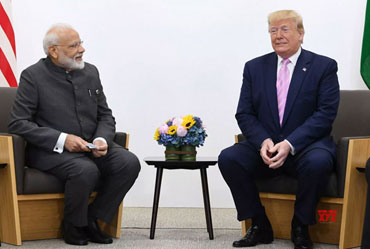 Trump Urges Modi, Imran to Reduce Tensions