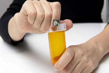 Fingernail sensor uses AI to monitor health