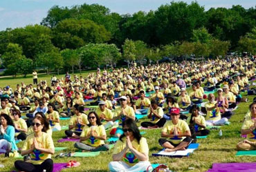 Yoga Day Pull a Thousand Strong Crowd at Iconic