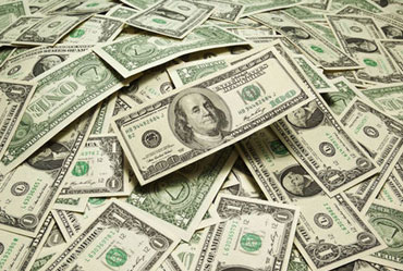 Dollar Drops Amid Bets on Rate Cuts