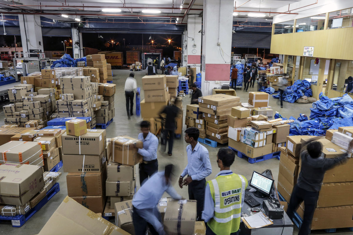 How e-Commerce is Fueling Up The Indian Postal Service?