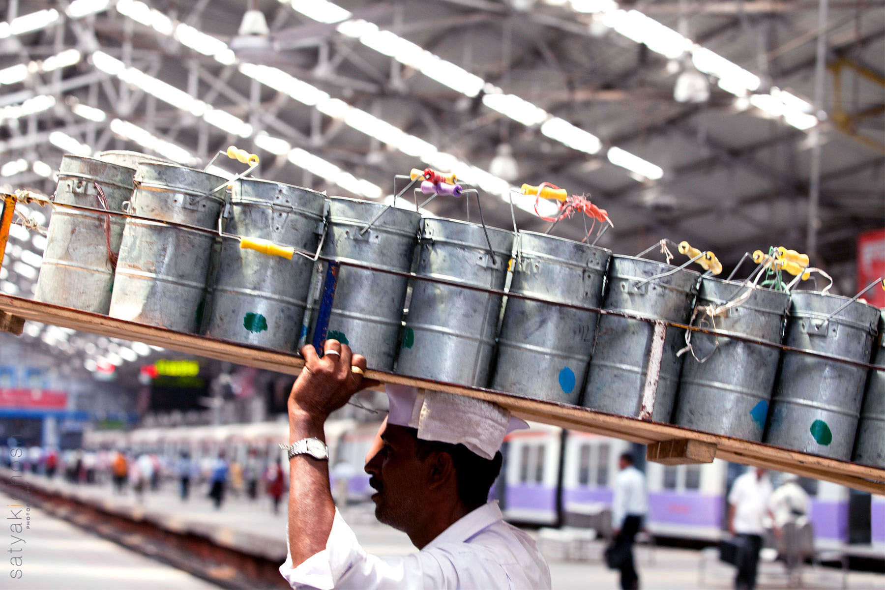 Online Food Services Becoming A Threat To Mumbai Dabbawallas
