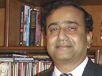 Motorola entraps Qualcomm's Sanjay Jha