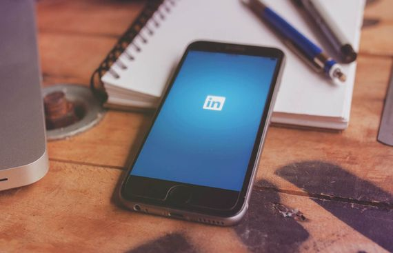 LinkedIn relies more on users than AI to dump bad profiles