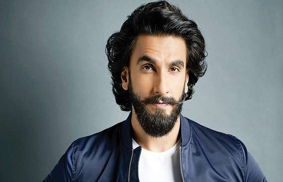When Ranveer Singh Hugged, Consoled a Pakistan Fan