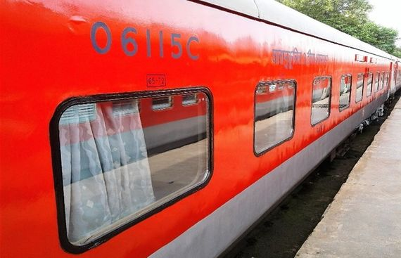 Railways Plans to Add 4 lakh Berths by Leaving Power Cars