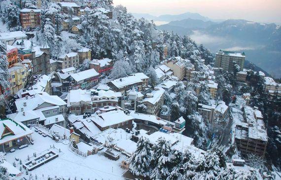 Tourists make merry in Shimla snow