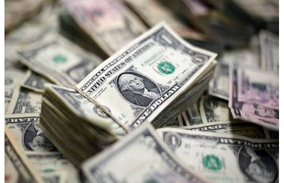 US dollar gains amid global growth fears