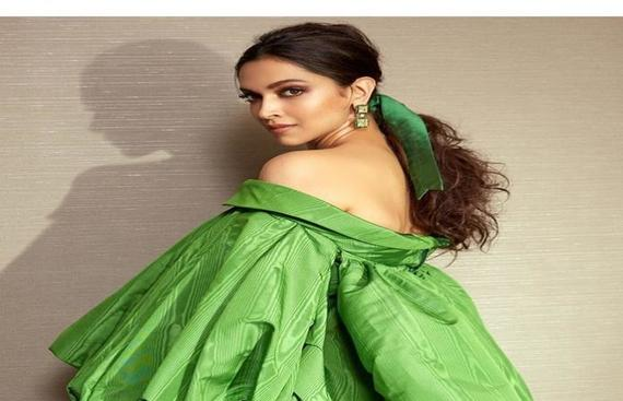 Deepika Padukone's Image Caption Impresses Ranveer