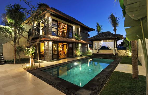 Chilling Holiday Homes of Our SuperStars