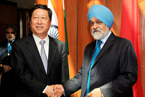 'China, India Must Build New Type of International Ties'