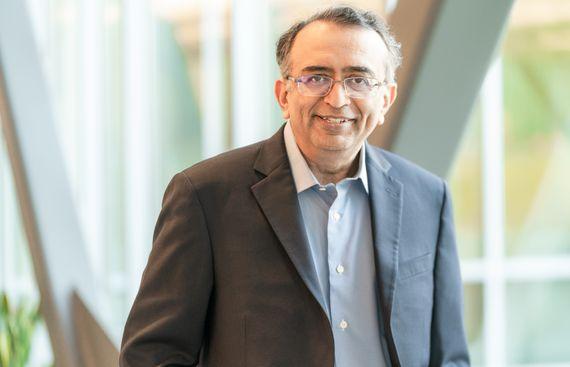 VMware appoints Raghu Raghuram as CEO, Dhawan as President