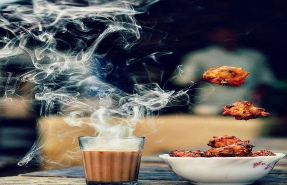 Indian Monsoon Delicacies: From Chai & Pakoras to roasted Bhutta (Corn)