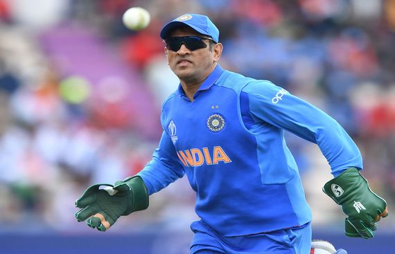 Dhoni sports 'Balidaan Badge' on gloves in WC