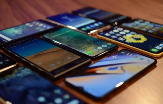 India Emerging as Big Manufacturing Centre - Government Panel Approves $100-billion Mobile Export Proposals