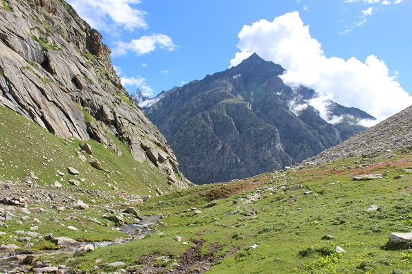 Hampta Pass Trek – The Best Way to Explore Lahaul and Spiti Valley