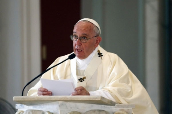 Pope Francis prays for victims of Mediterranean shipwreck