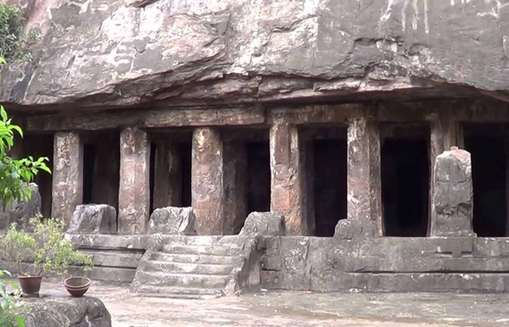 Akkana Madanna cave