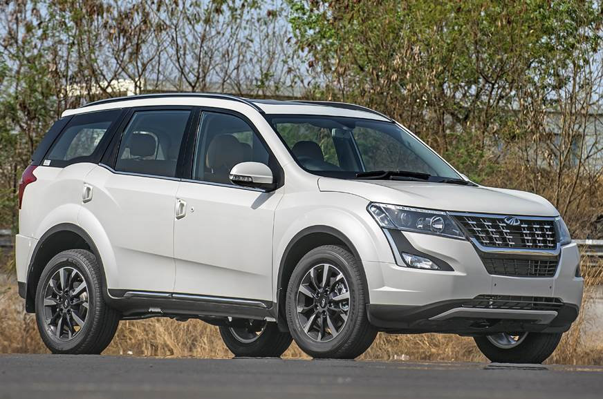 2018 Mahindra XUV500 white side profile angle